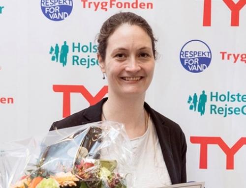 Sidsel Homann overrakt Dansk Svømmeunions æresbevis