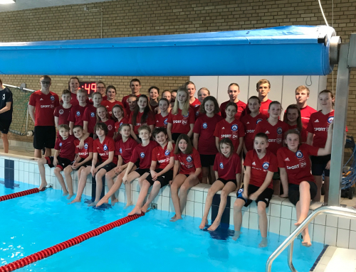 300 forventningsfulde svømmere til start!